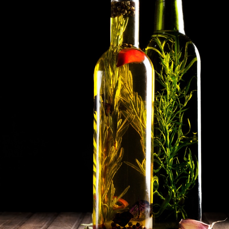 Infused oils, the ideal ingredient for a natural and tasty seasoning